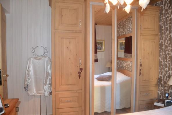 teinte positive pour meuble en bois arts en couleurs. Black Bedroom Furniture Sets. Home Design Ideas