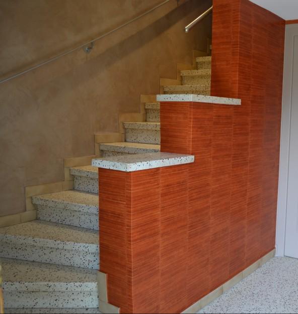 Enduit d coratif papier peint arts en couleurs for Papier peint entree escalier